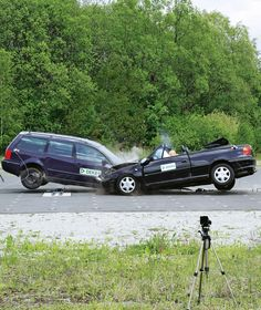 OPEL ASTRA BERTONE CABRIO VON 1996 IM CRASHTEST Wie sicher ist ein altes Auto?