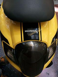 Galeri modifikasi Honda All New Scoopy eSP, sedot gaaannn…. Scooter Custom, Harley Davidson Logo, Motocross Bikes, Vespa, Cars And Motorcycles, Honda, Bikers, Dan, Helmet