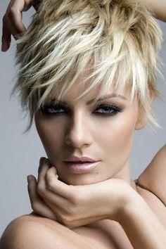 kısa açık sarı platin saç rengi #moda #fashion #haircolor #hairstyle #women #platinsacrenkleri #sarisacmodelleri