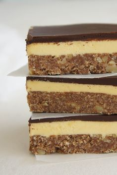 Satisfy your sweet tooth with these deliciously easy no-bake slices. From better-for-you muesli slice to more indulgent Mars Bar slice, there's a slice to suit any taste. Chocolate Slice, Chocolate Treats, Chocolate Recipes, No Bake Slices, Cake Slices, Yummy Treats, Sweet Treats, Easy Slice, Deserts
