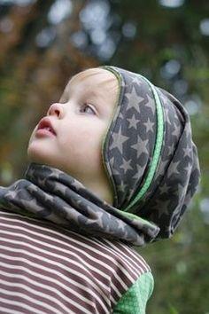 Mütze Casper mit Ohrenteil kommt zu dir in 3 verschiedenen Varianten. Als Beanieform, mit Zipfel und als Skimütze. Das Innenfutter der Mütze ist kürzer gehalten, damit die Mütze, auch als Beanievariante, nicht ins Gesicht rutschen kann. Daher ist sie auch für die Kleinen perfekt geeignet.