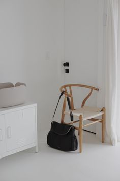 Wishbone Chair, News Design, Traveling By Yourself, Happiness, Blog, Home Decor, Atelier, Homemade Home Decor, Bonheur