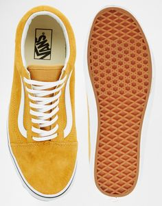 Trendy Shoes Description Image 3 – Vans – Old Skool – Suede Sneakers – Yellow Source by madame_fashion Vans Black Sneakers, Sneakers Mode, Suede Sneakers, Sneakers Fashion, Vans Old Skool, Vintage Nike, Hypebeast, Tenis Vans, Fashion Shoes