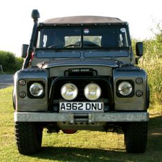 If you've been hunting around for a suitable end-of-the-world vehicle with the impending and entirely likely US default looming...this Series 3 Land Rover..
