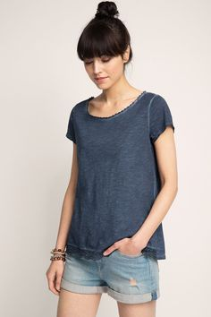 Esprit - Washed T-shirt in 100% cotton at our Online Shop