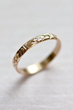 Flower engraved gold band ring