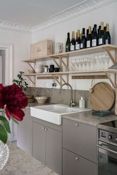 Interior Design Styles To Help With Your Decorating Efforts Ikea Kitchen, Kitchen Dining, Kitchen Decor, Kitchen Interior, Scandinavian Kitchen, Scandinavian Interior Design, U Shaped Kitchen, Kitchen Installation, Cabinet Decor