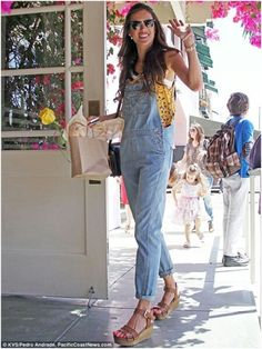 Alessandra Ambrosio Photos - Alessandra Ambrosio spends her birthday out to lunch with her family at the Ivy in Los Angeles. - Alessandra Ambrosio Spends Her Birthday With Family 2 Alessandra Ambrosio, Denim Overalls, Dungarees, Salopette Jeans, Romper Suit, Playing Dress Up, Summer Looks, Well Dressed, 90s Fashion