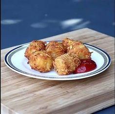 Hum.. Bolinhos de batata com queijo.. Eu quero! #receita #Temtudo #fome by lojastemtudobauru http://ift.tt/1XCzco1