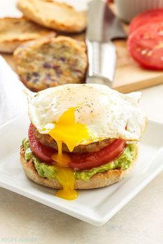 Open-Faced egg, avocado and hash brown breakfast sandwiches start your morn Breakfast Sandwich Recipes, Savory Breakfast, Brunch Recipes, Egg Recipes, Breakfast Quesadilla, Vegetarian Breakfast, Breakfast Muffins, Health Breakfast, Breakfast Smoothies