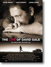 La Vida de David Gale.  La trama de la película cuenta, en retrospectiva, los eventos que ocasionaron que David Gale (Kevin Spacey) terminara en presidio, aguardando su ejecución por un violento crimen.