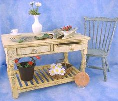 Miniature Flower Arranging Table by Kathryn Depew. Tutorial included