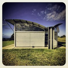 Would love to have David build this at the ranch!!! Glenn Murcutt - MAGNEY HOUSE Glen Murcutt, Australian Architecture, Solar House, Envelope Design, Shed Homes, Alvar Aalto, House Windows, Commercial Architecture, Building Exterior