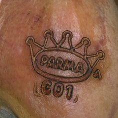 La couronne emblématique du véritable jambon de Parme.
