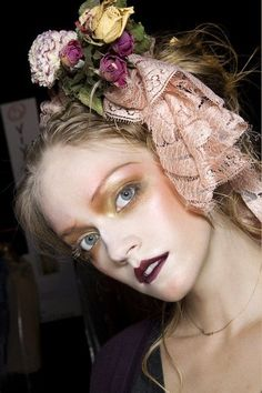 John Galliano at Paris Fashion Week Spring 2010 - Details Runway Photos John Galliano, Galliano Dior, 1960s Makeup, Glam Makeup, Hair Makeup, Catwalk Makeup, Runway Makeup, Make Up Looks, La Pieta
