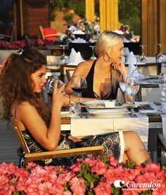Het schitterende 5-sterren hotel Baia Lara beschikt over 399 kamers verdeeld over een hoofdgebouw met 4 liften, receptie, lounge en lobby met zitjes en een bioscoop. In het restaurant of in een van de a la carte restaurants (Turks, Italiaans en Mexicaans) kunt u van heerlijke maaltijden genieten.