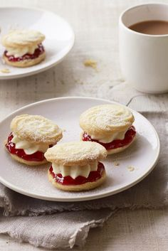 Viennese whirls from The Great British Bake Off - so delicate and sweet. British Baking Show Recipes, British Bake Off Recipes, Baking Recipes, Cookie Recipes, Dessert Recipes, Desserts, Scottish Recipes, Dessert Food, Mary Berry