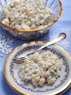 Sałatka jajeczno-ziemniaczana z sosem orzechowym #kolacja #sałatka #przepis #ziemniaki #jajka #orzechy #POLOmarket