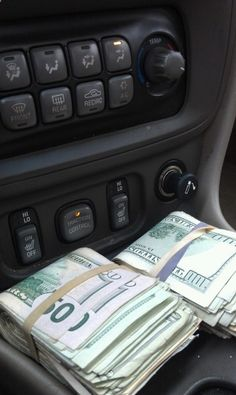 rackin in the cash money