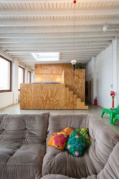 Loft in multiplex: Anyplace door B-Architecten Lofts, Small Space Living, Small Spaces, Sleeping Pods, Interior Design Masters, Tiny Studio Apartments, Plywood Interior, Bed Nook, Small House Floor Plans