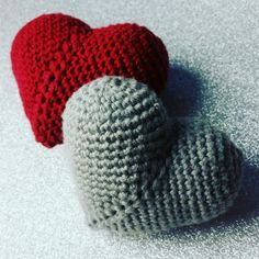 Christmas Knitting, Christmas Crafts, Christmas Ideas, Small Crochet Gifts, Sewing Patterns, Crochet Patterns, Knitted Heart, Easy Gifts, Crochet Flowers