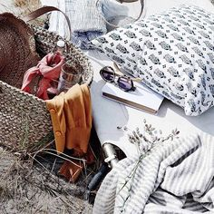 That summer feeling featuring our favourite market basket beautifully styled by @countrystylemag