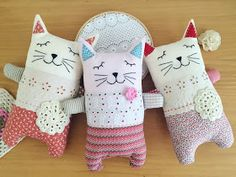 Entre linhas e café: Naninha gatinha {produção em série} Cute Cats, Fabric, Diy, Creative Kids, Diy Crafts, Fabric Toys, Plushies, Couture Facile, Christmas Cushions