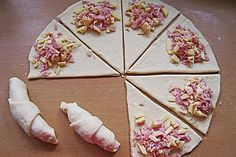Schinken – Gouda – Hörnchen Ham – Gouda – croissants, a great recipe from the category finger food. Pizza Snacks, Snacks Für Party, Party Finger Foods, Finger Food Appetizers, Croissants, Brunch Recipes, Appetizer Recipes, Snacks Recipes, Pizza Recipes