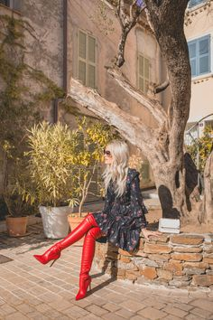 How to Prepare for December: Gifts, Skincare and Party Outfits - Inthefrow Source by veronikabacker high boots Knee High Boots Outfit Party, Black Boots Outfit, Red Boots, Outfit Jeans, Sexy Outfits, Sexy Stiefel, Look Blazer, Hot High Heels, Thigh High Boots
