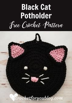 Crochet Black Cat Potholder Free Pattern - Crochet For You You will love this black cat potholder just in time for Halloween. This fun and cute potholder great for decorating your kitchen space and perfect for sell in the store. Crochet Pig, Crochet Hot Pads, Crochet Chicken, Crochet Home, Cute Crochet, Crochet Crafts, Crochet Projects, Crochet Birds, Crochet Flower
