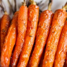Carottes rôties au miel et au thym - Elle Mijote Quelque Chose Roasted Carrots with Honey and Thyme Healthy Low Carb Recipes, Healthy Crockpot Recipes, Healthy Cooking, Healthy Dinner Recipes, Appetizer Recipes, Healthy Snacks, Vegan Recipes, Crockpot Meals, Healthy Drinks