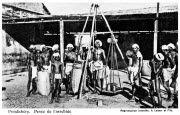 Pondichéry. Charmeurs des serpents / [Non identifié]. - A. Latour et Fils : [S.l.], [entre 1919 et 1939]. - 1 impr. photoméc. (carte postale) : n. et b. ; 35 x 56 mm.