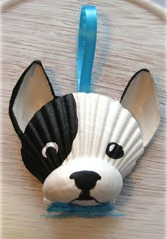 Französische Bulldogge-Ornament. Black And White Frenchie Muschel Verzierung. Strand, Wassersport, Cape Cod Hund Kunst