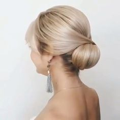 Elegant Chignon Bun - Best 35 Top Knot Bun Ideas on TheRightHairstyles - The Trending Hairstyle Hairstyle Tutorial, Updo Hairstyles Tutorials, Permed Hairstyles, Easy Hairstyles, Straight Hair Updo, Short Hair Updo, Straight Hairstyles, Easy Updos For Medium Hair, Medium Hair Styles