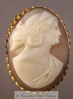 Hand-carved Large Shell Cameo Brooch (Cameos - Vintage)