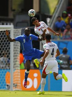 Italy's Balotelli fights for the ball with Costa Rica's Umana and Gonzalez during their 2014 World Cup Group D soccer match at the Pernambuc...