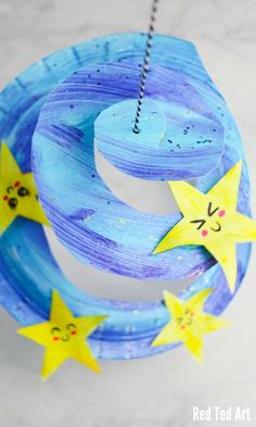 Adorable and easy Paper Plate Star Twirler. This Star Whirligig is the perfect N… Adorable and easy Paper Plate Star Twirler. This Star Whirligig is the perfect New Year's Eve decoration for preschoolers. Or make on to hang in baby's room Easy Crafts For Kids, Toddler Crafts, Projects For Kids, Fun Crafts, Art For Kids, Paper Crafts, Room Crafts, Outer Space Crafts For Kids, Easy Preschool Crafts