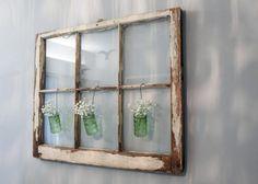 Alte Fenster -dekoration-vasen-glas-blumen-aufhaengen-wand