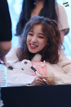 Yuqi Extended Play, Jin, Mini E, Soyeon, Asian Celebrities, Cube Entertainment, Greatest Songs, New Girl, Pop Group