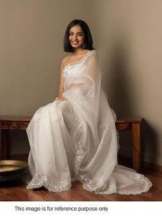 Trendy Sarees, Stylish Sarees, Fancy Sarees, Dress Indian Style, Indian Fashion Dresses, Indian Designer Outfits, Saree Fashion, Latest Designer Sarees, Designer Sarees Wedding
