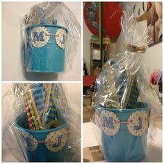 Regalando material escolar Barware, Cubes, School Supplies, Ornaments, Envelopes, Bar Accessories, Drinkware