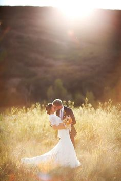 If you are planning your wedding photo session, you might be looking for bride and groom photo ideas, after all, you are the stars of the event! Wedding Photography Poses, Wedding Poses, Wedding Photoshoot, Wedding Shoot, Dream Wedding, Wedding Ideas, Bridal Pictures, Farm Wedding Photos, Sunset Wedding