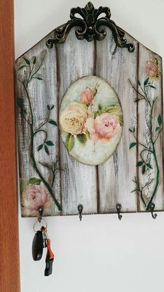 Decoupage Wood, Decoupage Furniture, Decoupage Vintage, Diy Home Crafts, Wood Crafts, Mod Podge Crafts, Pallet Wall Art, Wood Creations, Wallpaper Pictures
