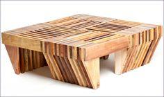 Las mesas de madera, una de las producciones de la cooperativa