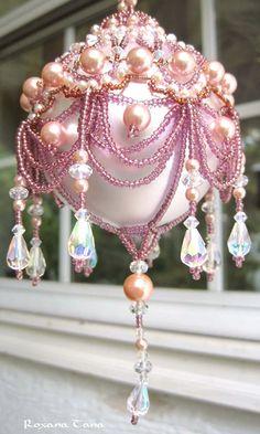 Pink beaded Christmas ornament with crystal beads ╭•⊰✿ вƴ © Ʀσxʌאʌ Ƭʌאʌ ✿⊱•╮