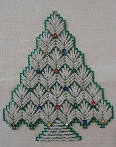 NEW-Set-of-3-PLASTIC-CANVAS-NEEDLEPOINT-CHRISTMAS-TREE-REFRIGERATOR-MAGNETS