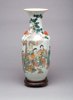 Vaso em porcelana Chinesa de finais do sec.19th, 60cm de altura, 6,710 USD / 6,080 EUROS / 22,950 REAIS / 41,670 CHINESE YUAN https://soulcariocantiques.tictail.com