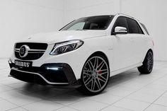 Jipão da Mercedes com 850 cv custa nada menos que R$ 2,7 milhões.  É isso mesmo. A Strasse, importadora oficial da preparadora Brabus, está trazendo para o Brasil o SUV GLE 63 Brabus 850.  Vendido sob encomenda pelo preço de R$ 2,7 milhões, o GLE 63 Brabus 850 é equipado com motor V8 6.0 preparado para gerar 850 cv de potência. O modelo acelera de 0 a 100 km/h em 3,8 segundos e pode alcançar os 250 km/h de velocidade máxima.