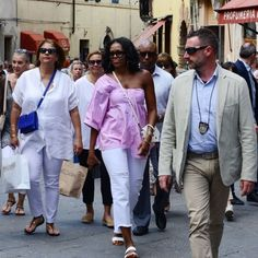Barack and Michelle Obama Continue Their Permanent Vacation With a Romantic Stop in Italy Michelle Obama Fashion, Barack And Michelle, Permanent Vacation, First Black President, Italy Pictures, Black Presidents, Fashion Looks, Romantic, Celebrities