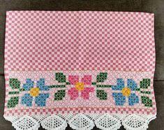 Bordado em tecido xadrez - Pano de Copa/Amostra (Detalhes sobre o bordado... Visitar) Chicken Scratch Patterns, Chicken Scratch Embroidery, Maria Jose, Sewing Tutorials, Gingham, Diy And Crafts, Cross Stitch, Cushions, Quilts